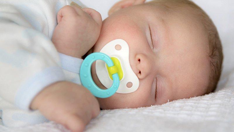 tétine bébé naissance